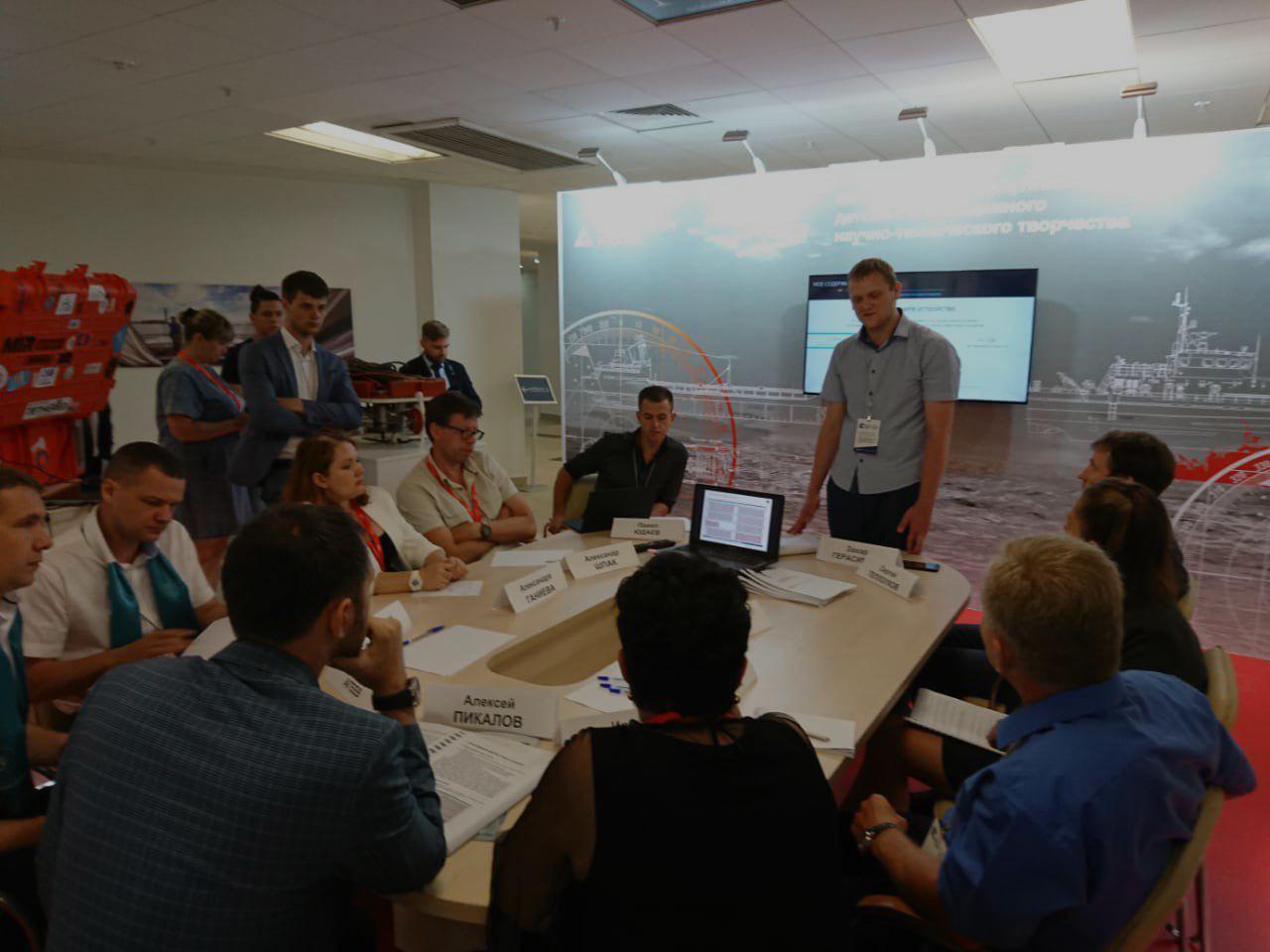 Стенд фестиваля «От Винта!» на Дальневосточном морском салоне стал главной площадкой для обсуждения молодежных технологических изобретений
